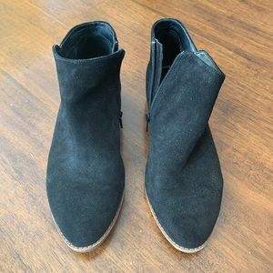 Black booties size 8.5 excellent condition